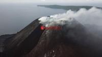 Gunung Anak Krakatau Semburkan Asap Setinggi 300 Meter