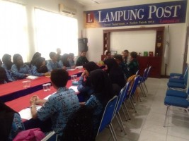 Guru dan Siswa SMUN 9 Bandar Lampung Kunjungi Lampung Post