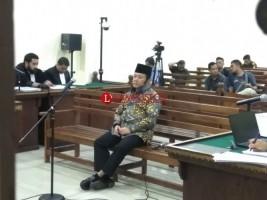 Hadapi Tuntutan, Zainudin Hasan Tanpa Didampingi Keluarga