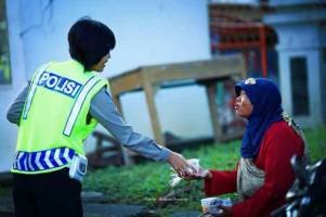 Hapus Senyum Polisi