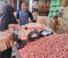 Harga Bawang Merah dan Bawang Putih Tutun Rp2.000/Kg