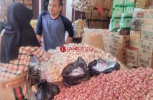 Harga Bawang Merah dan Putih di Lampura Naik Hingga Rp2.000 Per Kilo