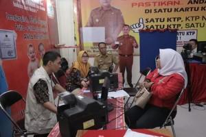Hari Ke-5 Lampung Fair, Stand Disdukcapil Lamsel Masih Diserbu Masyarakat