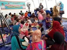 Hari Kedua Sekolah, Ratusan Anak Masih Belajar di Tenda Darurat