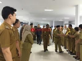 Herman HN Pantau Langsung Kehadiran Pegawai di Hari Pertama Kerja