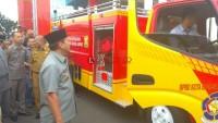 Herman HN Serahkan 2 Unit Mobil Damkar ke BPBD Bandar Lampung