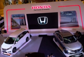 Honda Luncurkan Model Anyar Mobilio dan Civic Turbo