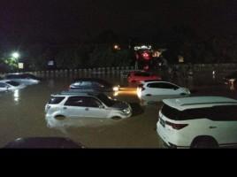 Hujan Deras  Akibatkan Parkiran RS Urip Tergenang