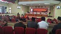 Hujan Interupsi Warnai Jawaban Pemerintah di DPRD Lambar