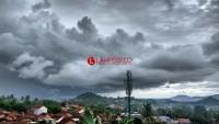 Hujan Lebat Disertai Petir dan Angin Kencang Berpotensi Terjadi