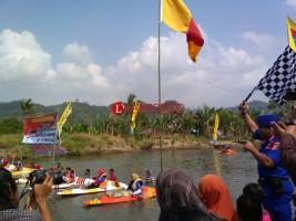 HUT RI, Ditpolair Gelar Aksi Bersih Sungai dan Lomba Kano Antarnelayan