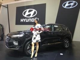Hyundai Luncurkan H-1 dan Santa Fe di GIIAS 2018