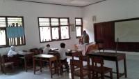 <i>Pengabdian Guru SDN Banjarwangi Diujung Batas</i>