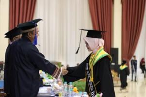 IIB Darmajaya Mewisuda 392 Mahasiswa
