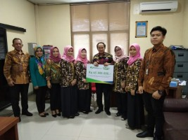IIK BPJSTK Salurkan Bantuan kepada Korban Terdampak Tsunami di Banten dan Lampung