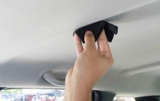 Ini Cara Mudah Membersihkan Plafon Mobil