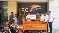 IPC Panjang Salurkan CSR Motor Sampah untuk Kelurahan Pidada
