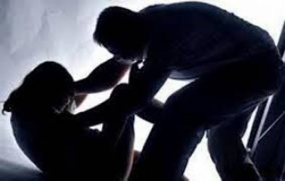Jadi Korban Kekerasan Seksual, Gadis Ini Ditemukan Penyadap Karet di Kebun