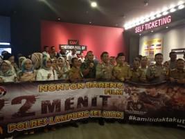 Jajaran Polres Lamsel Nobar Film 22 Menit di CGV Transmart