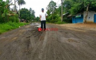 Jalan Hotmix di Desa Babatan Rusak, Akibat Kerap Dilalui Truk Milik Tambang Batu