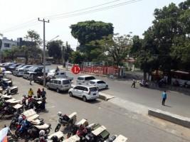 Jalan Imam Bonjo Metro Menyempit Karena Dijadikan Lahan Parkir