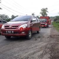 Jalan Kampung Cakatraya Kerab Memakan Korban Jiwa Akibat Banyak Lubang di Jalan