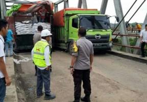 Jalan Lintas Timur Sumatra Putus,Pengguna Jalan Bisa Gunakan Jalur Lintas Tengah