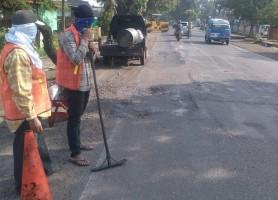 Jalan Rusak di Lintas Tengah Diperbaiki untuk Kenyamanan Pengendara Libur Natal dan Tahun Baru