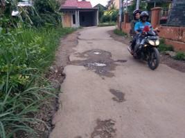 Jalan Rusak Dikeluhkan Warga, Dinas PU Janji Perbaiki