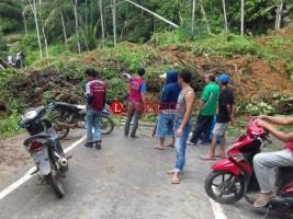 Jalinbar Tanggamus Longsor Aktivitas Jalan Lumpuh