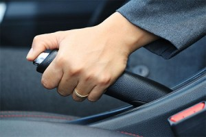 Jangan Sepelekan Rem Darurat di Mobil