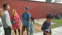 Jauh-Jauh dari Tulangbawang Barat Mau Nonton Badak Lampung, Satu Keluarga Gigit Jari Kehabisan Tiket
