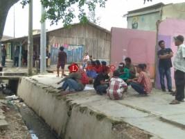 Jelang Penggusuran, Belasan Warga Siaga di Pasar Griya Sukarame