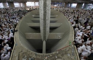 Jemaah Haji Mulai Melempar Jumrah