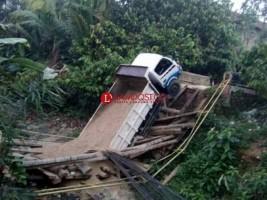 Jembatan Ambrol, Akses Jalan Cukuhbalak-Kelumbayan Lumpuh Total