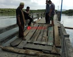 Jembatan Ambrol, Warga Pulau Pasaran Sigap Memperbaiki