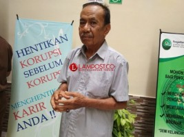 Kakek Ini Selalu Menonton Sidang Kasus Korupsi Selama 11 Tahun