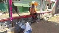 Kakek Ini Tetap Semangat Cari Rezeki Dengan Mengumpulkan Botol Bekas