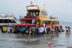 Kapal Penumpang Kandas di Selat Bali