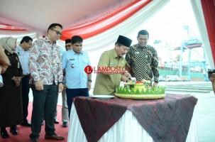 Kapal Peti Kemas Berkapasitas Super Jadi Sejarah Baru Pelabuhan Panjang