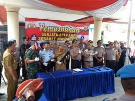 Kapolda Lampung dan Forkopimda Lamteng Musnahkan Senpi Ilegal