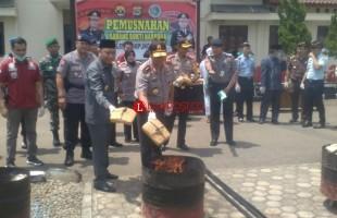 Kapolda Lampung Musnahkan Ganja 57 Kg di Polres Lampura