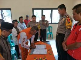 Kapolres Lampura Ajak Masyarakat Desa Mulangmaya Ciptakan Pemilu Damai
