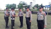 Kapolres Lampung Utara Beri Penghargaan Kepada Tiga Kapolsek Berprestasi