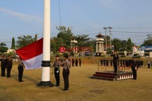 Kapolres Lampura Bacakan Lima Instruksi Presiden dalam Upacara HUT RI