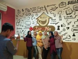 Kedai Loe Na, Tawarkan Konsep Jadul dengan Panorama Pegunungan Nan Indah