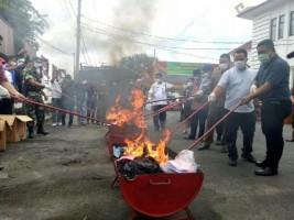 Kejaksaan Negeri Lampung Selatan Musnahkan Barang Bukti