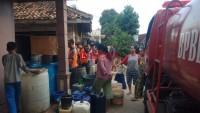 Kekurangan Air Bersih, Warga Kedamaian Dapat Pasokan Air dari BPBD