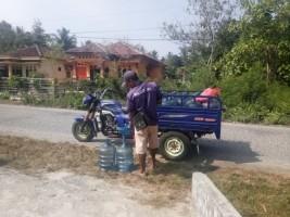 Kemarau Jadi Berkah Penjual Air Minum Isi Ulang di Pesisir Barat