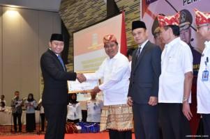 Kembangkan Desa Sadar Hukum, Bupati Lampura Terima Penghargaan Kemenkumham